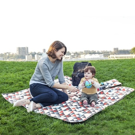 Składany koc piknikowy z izolacyjną powłoką - koc całoroczny Triangle, SKIP HOP